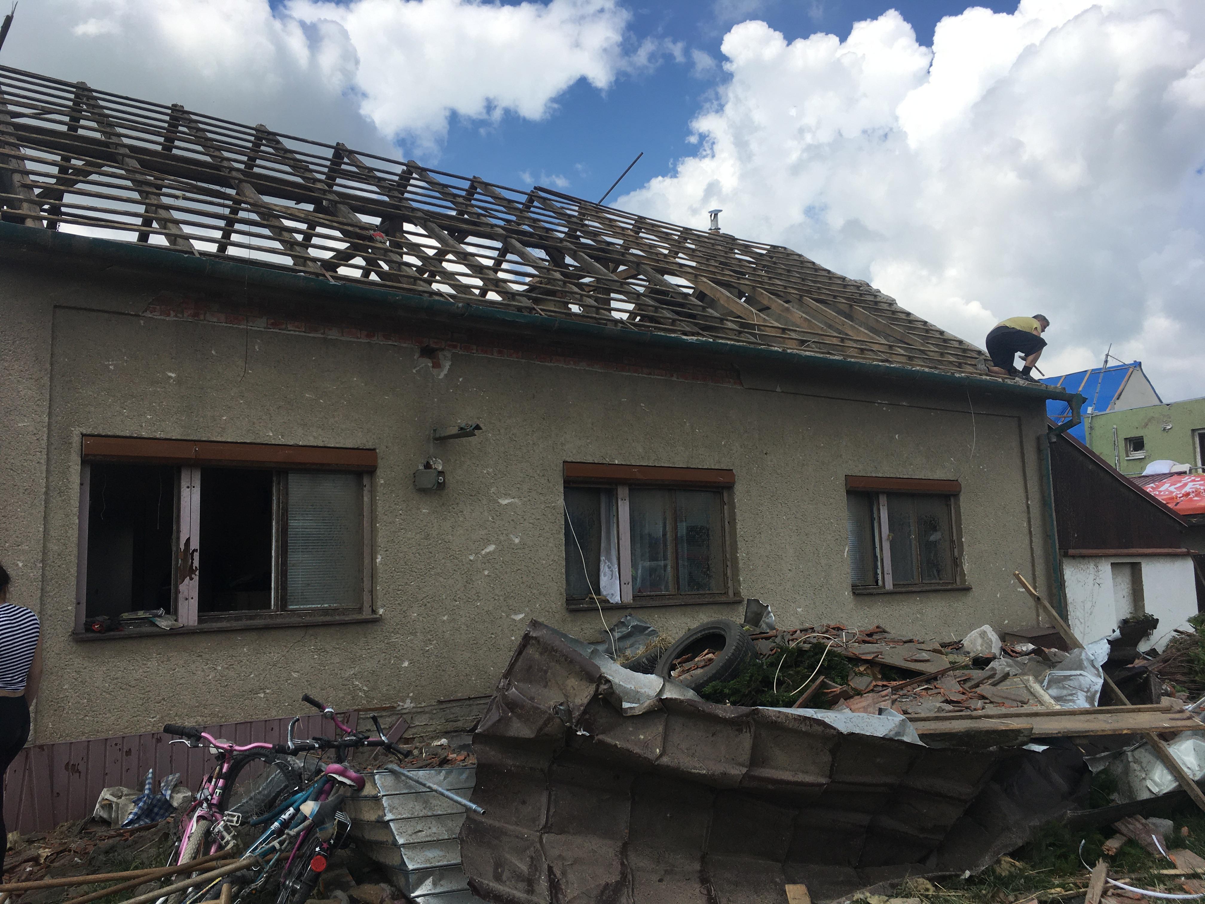 poškozená střecha 2